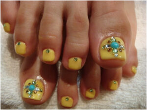 bindhi toe nail art design