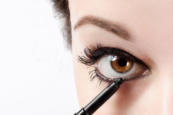 19 Eyeliner Hacks …That Makeup Artists Won't Tell You