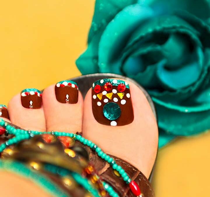 15 Clean + Chic Toe Nail Art Ideas to Copy