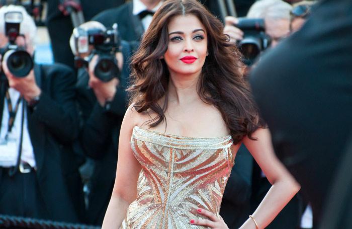 2 Flattering Makeup Ideas to Compliment a Gold Dress
