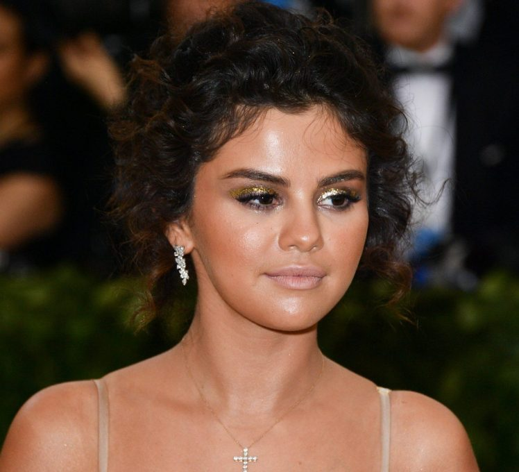 "Selena Gomez: ""I KNOW My Makeup Was Bad. Enough Already!"""