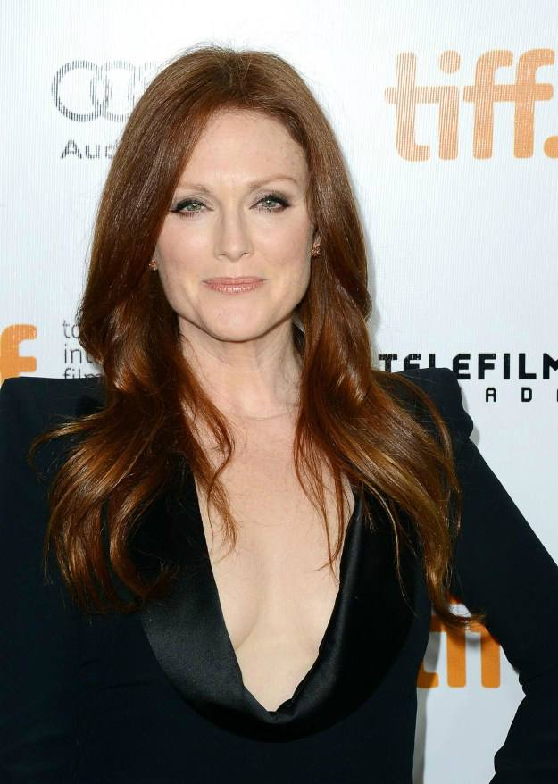 Julianne Moore Goes Long | Flattering Haircuts For Older Women | Makeup Tutorials