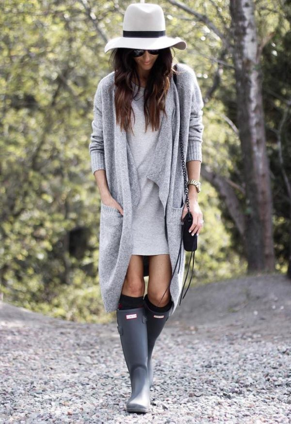 long cardigan with sweater dress and hunter boots outfit bmodish