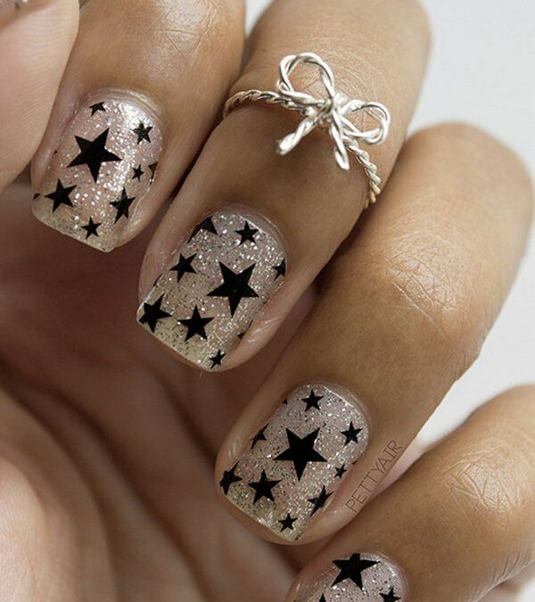 17 Stunning Star Nail-Designs