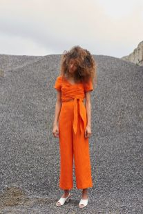 55 Orange Outfit Ideas That Make You Look Young and Fresh 51