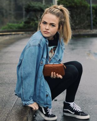 Denim Jacket Outfits Inspirations for Girl 8