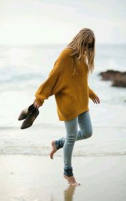 Fashionable oversized sweater for winter outfit 33