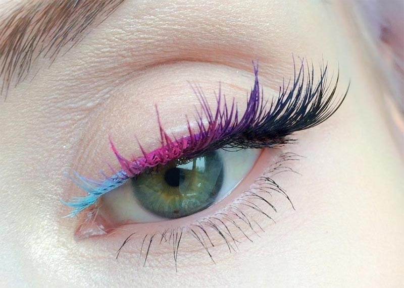 How to Choose the Best Colored Mascara for Your Eye Color