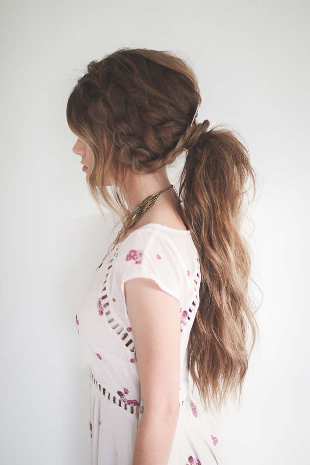 17  Hairstyles (For Instantly Thicker Looking Hair)